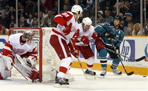 56371_red_wings_sharks_hockey_medium