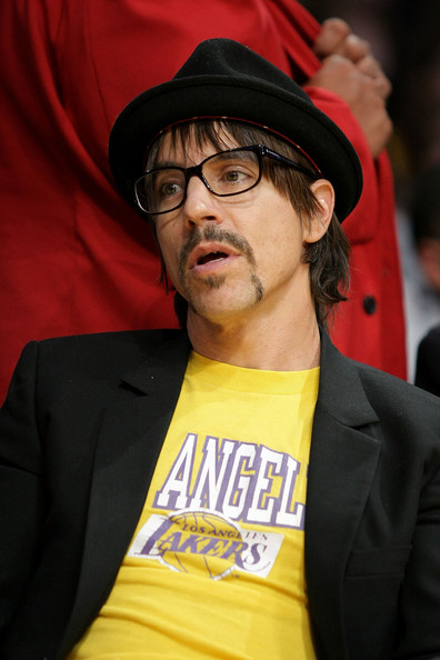 Celebrities_at_the_lakers_game_bt3a6danhzsl_medium