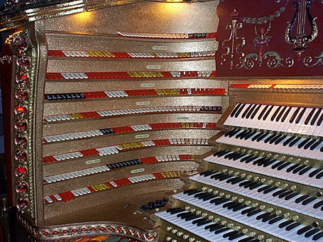 Chicago_stadium_organ_medium
