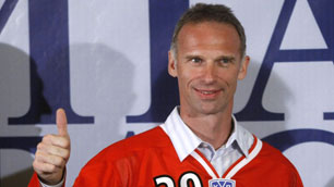 Hasek-khl-ap-100607_medium