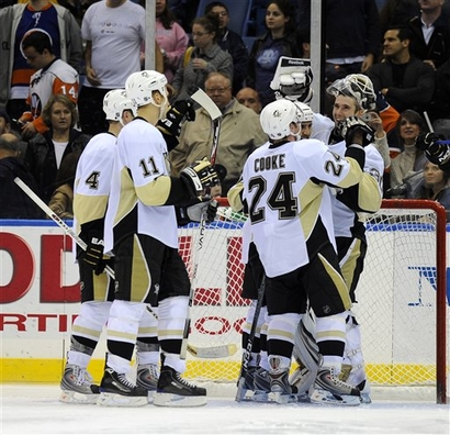 Pittsburgh_penguins_celebrate_medium