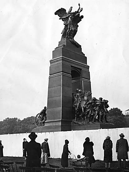 War_memorial_ottawa_medium