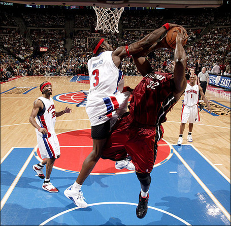 Ben_wallace_blocks_shaq_medium