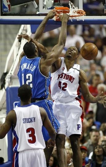 Dwight Howard dunks against a nameless Detroit Pistons player