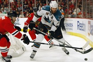 64256_sharks_blackhawks_hockey_medium