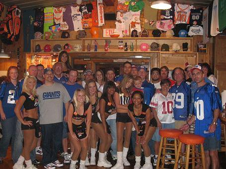 Giants_fans-hooters_medium
