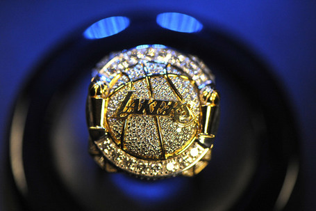 Lakers_championship_ring_2009-10_me