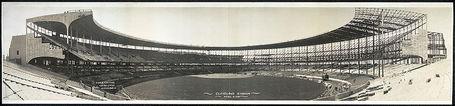 Cleveland_muni_stadium_medium