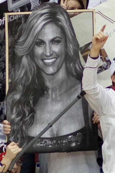 Erin_andrews_gameday_sign_medium