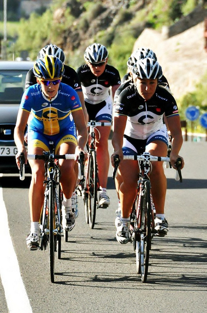 Emma Johansson and her Hitec Products UCK team on the road in the Canary Islands. Photo: Martin Vestby/Hitec Products UCK team.