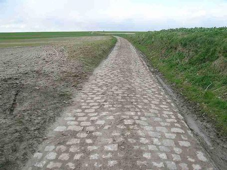 800px-paris-roubaix__secteur_pavé_de_capelle_–_buat_medium
