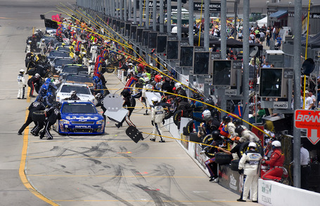 2011_iowa_may_nns_race_pit_road_stops_medium