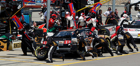 2011_iowa_may_nns_race_stenhouse_pit_stop_medium