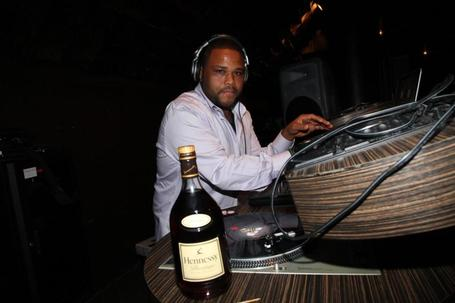 Anthony_anderson_at_turntables_medium