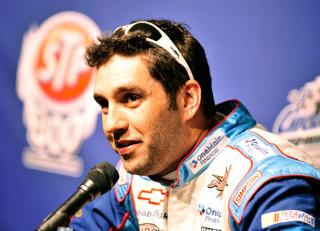 2011_chicagoland_june_nns_practice_elliott_sadler_news_conference_medium