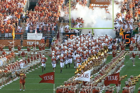 800px-2007_texas_longhorns_football_team_entry2_medium
