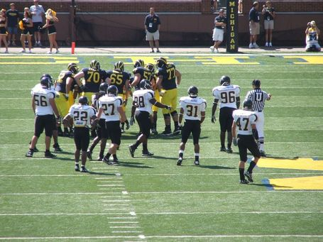 Michigan_appalachian_state_huddle_medium
