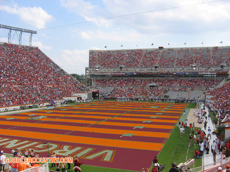 Orange_maroon_turf_medium