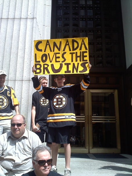 Canada_loves_bruins_medium