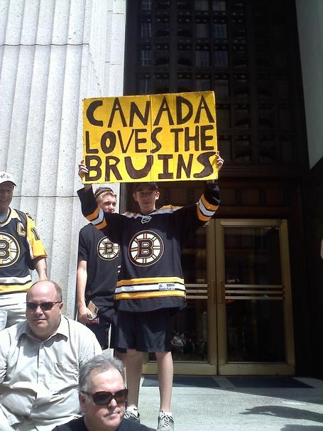 Canada_loves_bruins_medium
