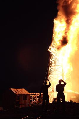 Oilrigonfire_medium