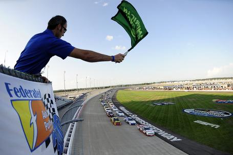 2011_nashville_july_nns_race_green_flag_medium