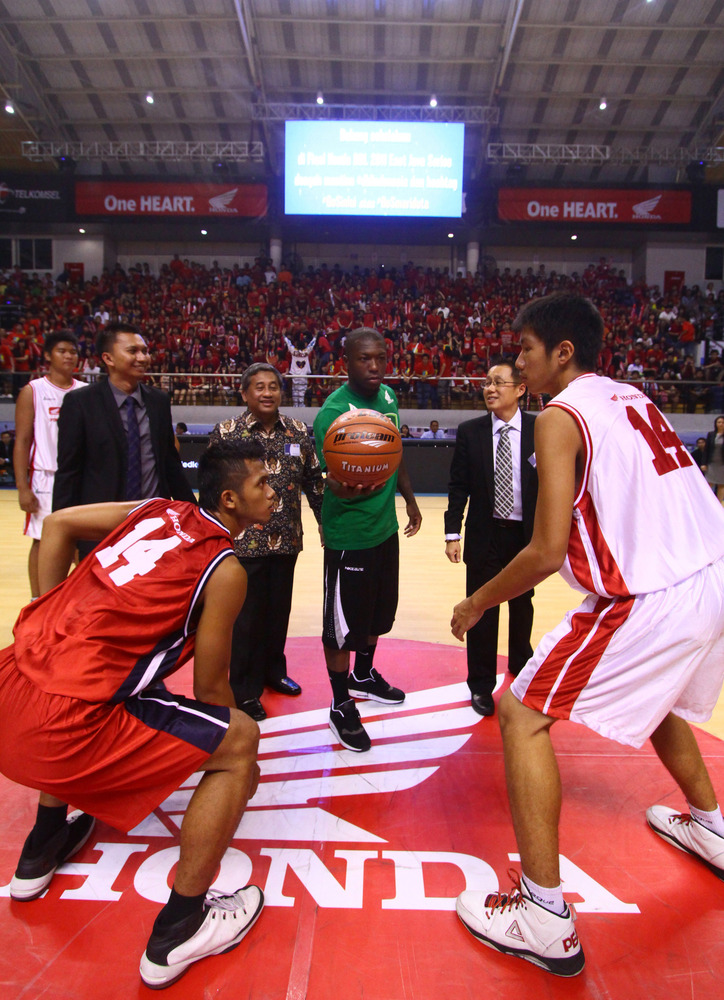 Nate Robinson Living Large In Indonesia Basketball Camp Welcome