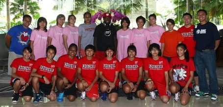 Nate_with_indonesia_women_s_national_basketball_team_medium