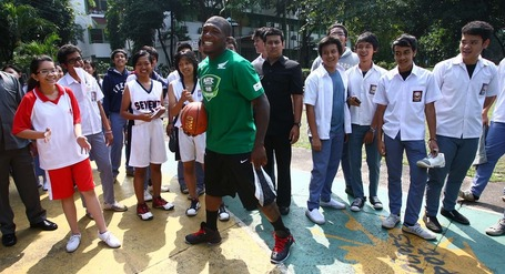 Nate_is_doing_basketball_clinic_at_sman_70_jakarta_medium