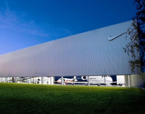 Nike-hangar-01-550x434