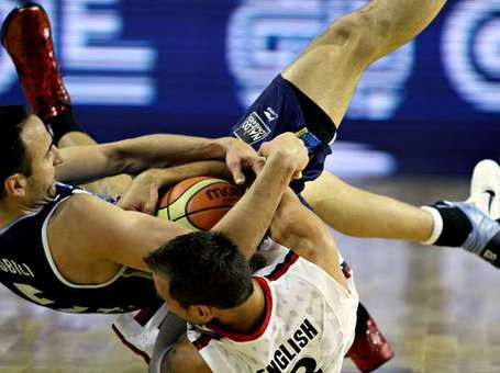 Pelea-ginobili-english-ganar-pelota_oleima20110905_0130_8_medium