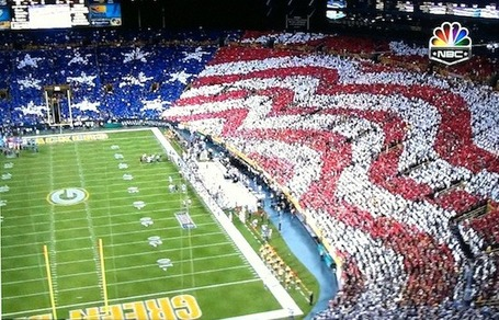 Packers_crowd_gets_patriotic_with_enormous_american_flag__1__medium