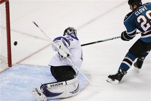 51051_kings_sharks_hockey_medium
