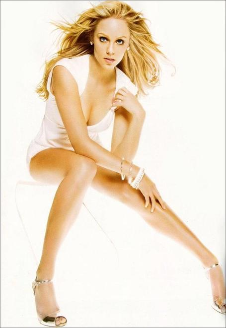 Laura-vandervoort-stuff-04_medium