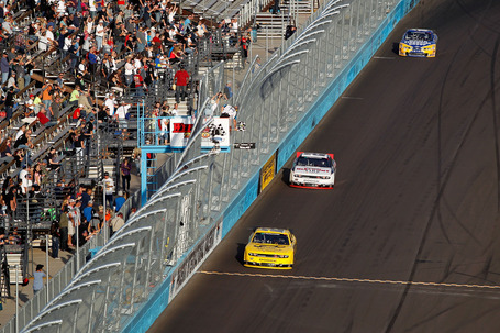 2011_phoenix_nov_nns_race_hornish_finish_line_medium