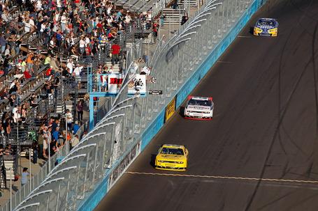 2011_phoenix_nov_nns_race_hornish_finish_line_medium
