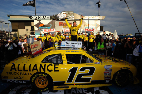 2011_phoenix_nov_nns_race_hornish_victory_lane_medium