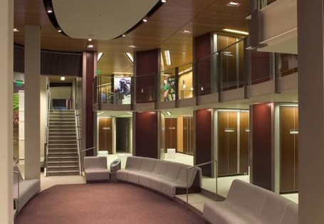 2009-12-sports-facilities-interior-by-path-architecture-uo-locker-room-interior-design-500x346_medium