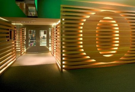 2009-12-sports-facilities-uo-weight-room-entrance-design-by-path-architecture-500x340_medium