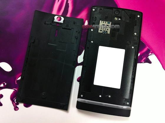 Sony-ericsson-nozomi-gsm-arena-leak-battery-cover-off