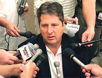 Mike_leach_surrounded_by_microphones_medium