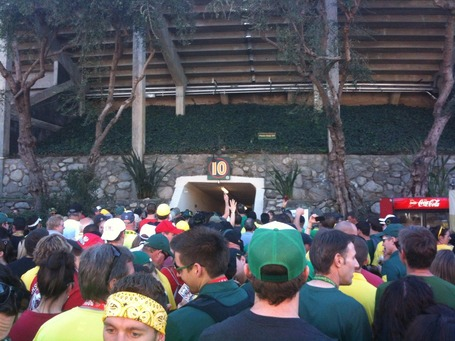 Rose_bowl_tunnel_medium