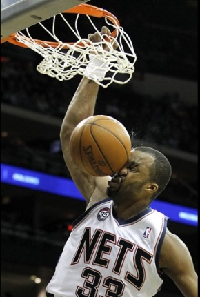 Shelden_williams_dunk_medium