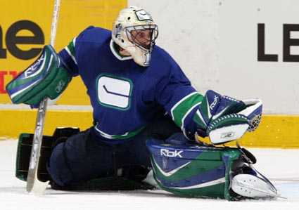 Roberto-luongo-ingoal1_medium