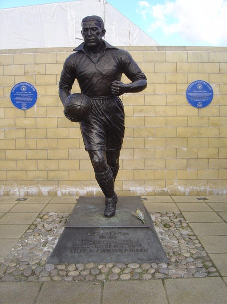 9_statue_of_dixie_dean_goodison_park__everton_medium