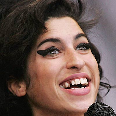 Teeth-amy-winehouse-400a071807_medium