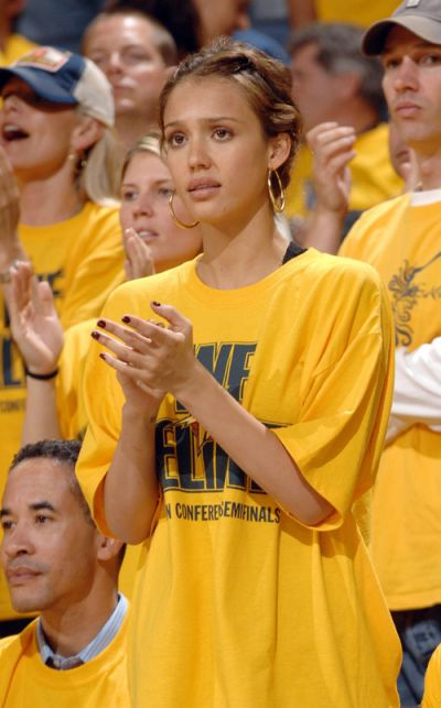 Normal_2007-jessica-alba-warriors-game_5-13_medium