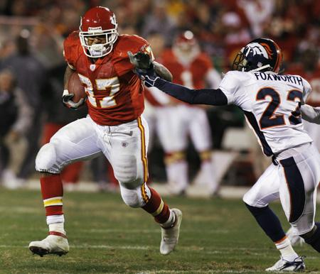 Broncos_chiefs_football_moo9_t600_medium