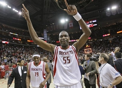 Dikembe-mutombo-of-houston-rockets-celebrates-21-in-a-row_medium