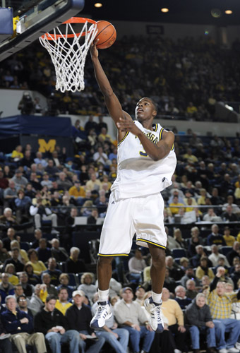 2009-0111-ad-umbball132_medium